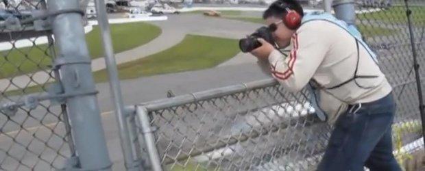 Fotografiatul masinilor de NASCAR care merg cu peste 300 km/h
