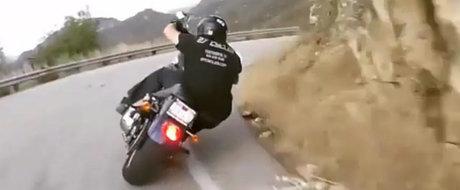 Fuuuuuuuuck! Asa se conduce o motocicleta chopper, mai tare ca orice supersport