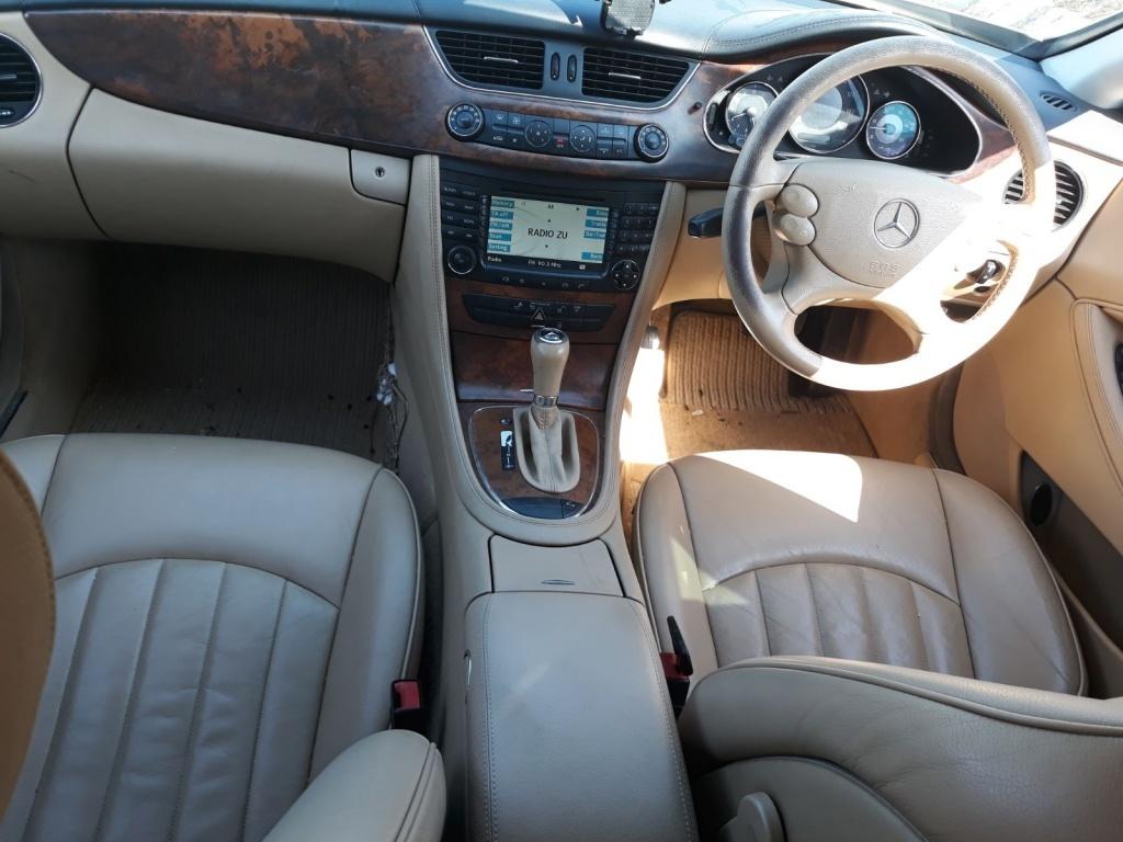 Fuzeta dreapta fata Mercedes CLS W219 2006 coupe 3.0 cdi om642 224hp