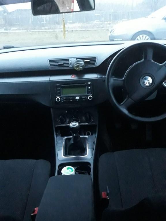 Fuzeta dreapta fata VW Passat B6 2007 Berlina 2.0