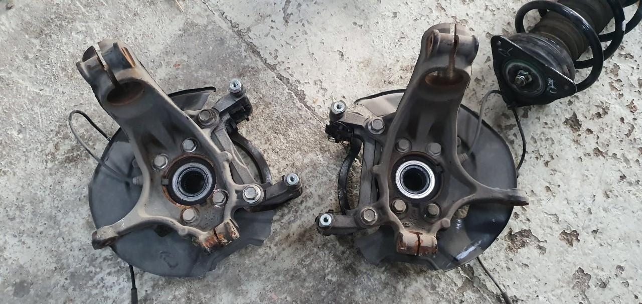 Fuzeta stanga dreapta fata Nissan Qashqai 2014 2015 2016 2017 2018