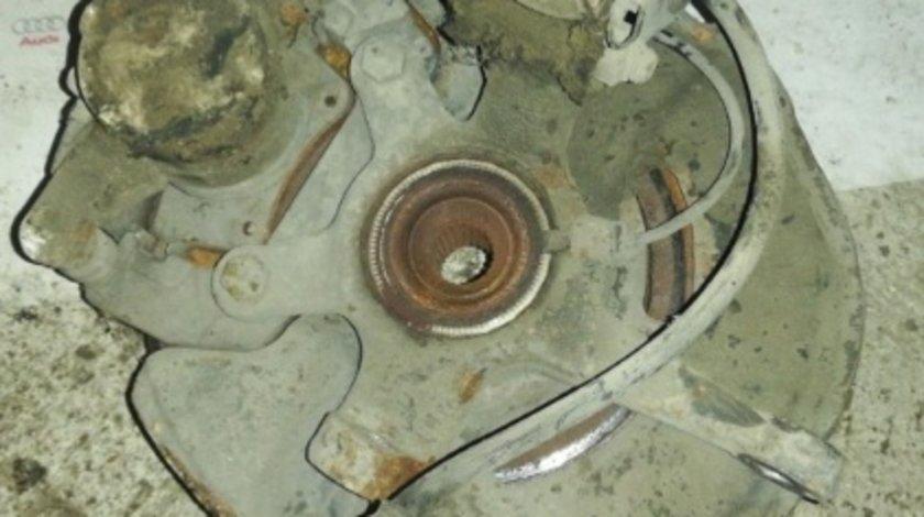 Fuzeta stanga fata a b class a200 w169 136cp motor 2.0cdi cod 640