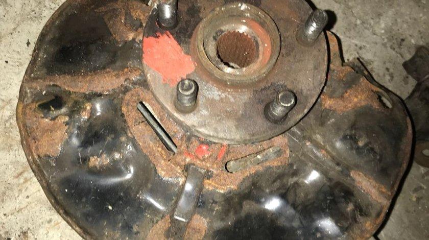 Fuzeta stanga fata Toyota Yaris 1.0 benzina 2003