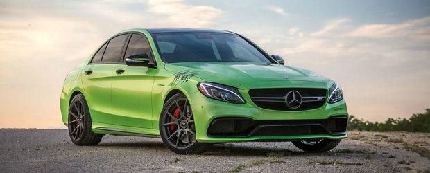 Galben sau rosu am mai vazut, insa nu si verde. Un Mercedes ca ASTA nu o sa intalnesti chiar in fiecare zi