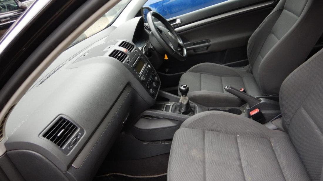 Galerie admisie Volkswagen Golf 5 2004 Hatchback 2.0 TDI