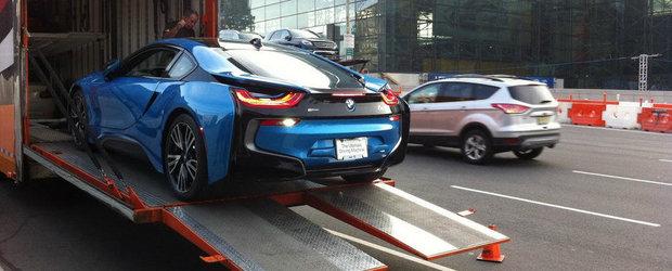 Galerie Foto: BMW i8 pozeaza in nuanta Protonic Blue