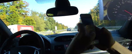 Goneau cu 250 km/h pe Autobahn cand, deodata, au primit FLASH-uri sa elibereze banda. Erau prea inceti pentru aceasta masina