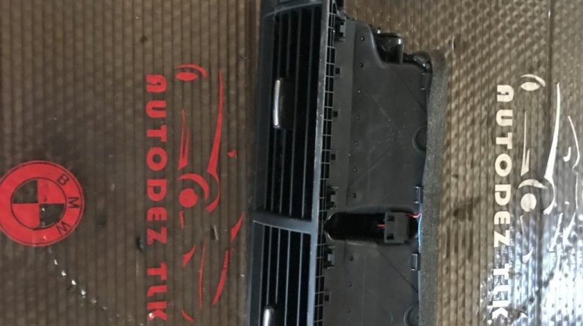 Grila aer centrală Audi A4 B7 8E0 820 951/ 8E0820951