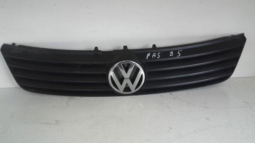 Grila bara fata cu emblema VW Passat B5