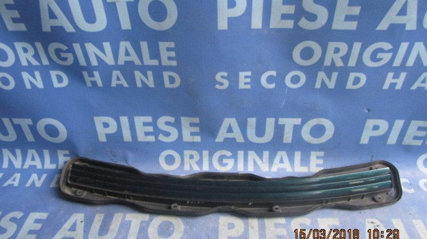 Grila capota Mercedes E220 W210; A2108800705
