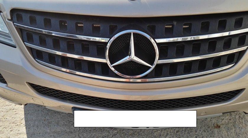 Grila capota Mercedes ML 320 cdi W164