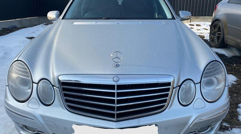 Grila capota Mercedes W211 facelift E320 CDI 2008