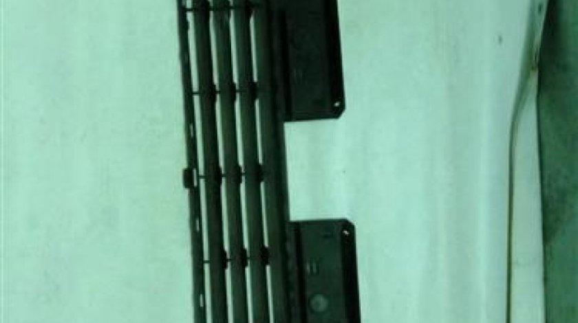 Grila centrala bara fata Citroen C4 An 2005-2010 cod CT0701201
