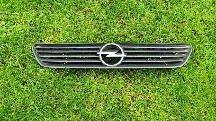 Grila centrala Opel Astra J model 1999-2004 cod GM 90588120