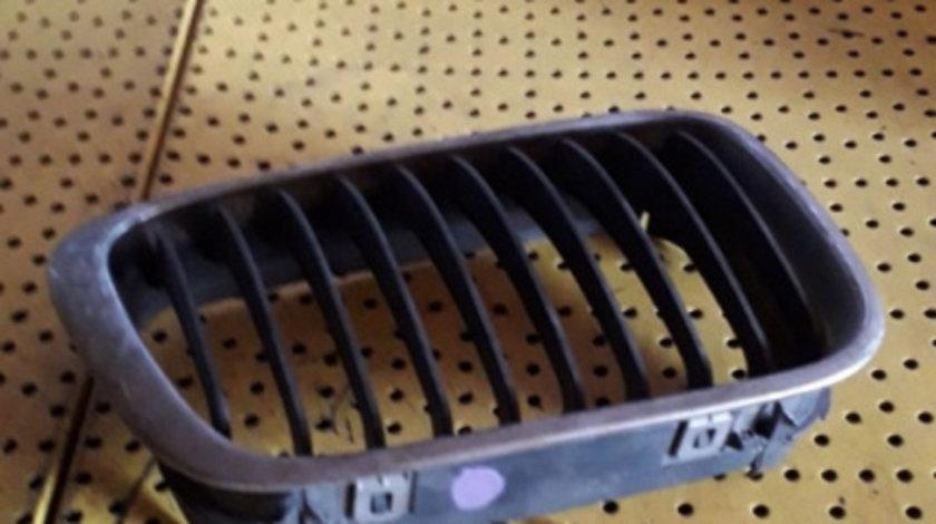 Grila Fata Radiator BMW Seria 3 (E46; 1997–2006) oricare 8159624 DREAPTA NARI