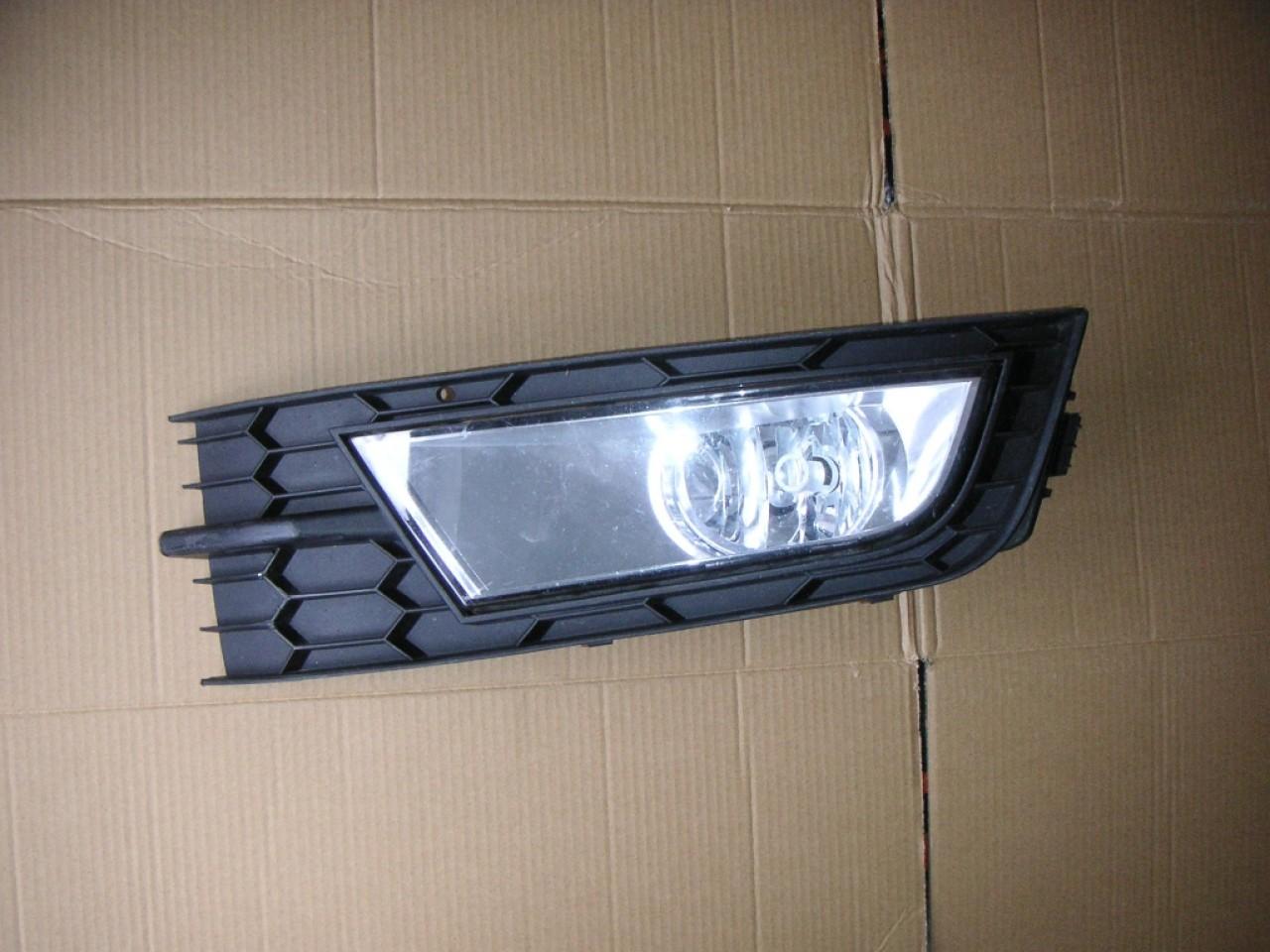 Grila masca proiector stanga Skoda Octavia 3 cod 5E0807681
