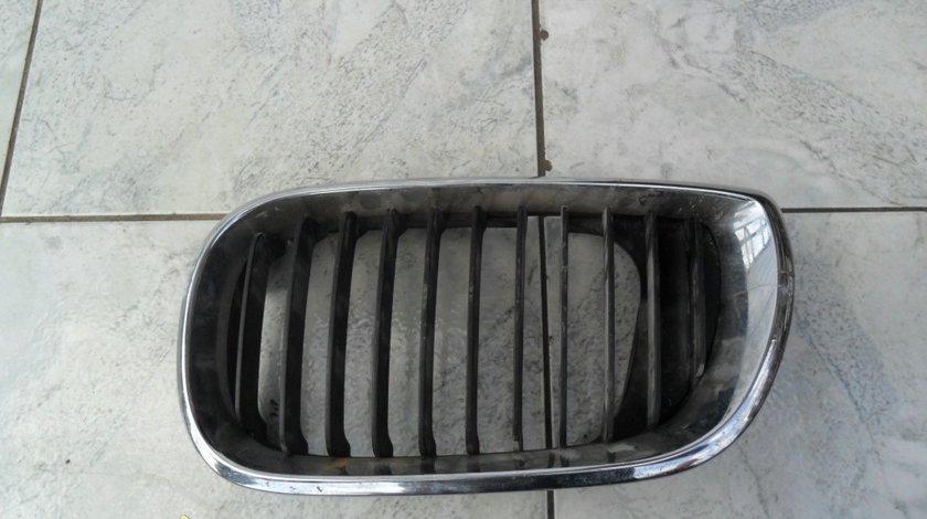 Grila radiator BMW E46 (urechi rupte)