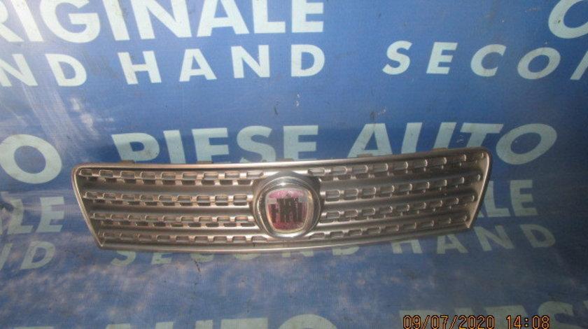 Grila radiator Fiat Punto; 46849442