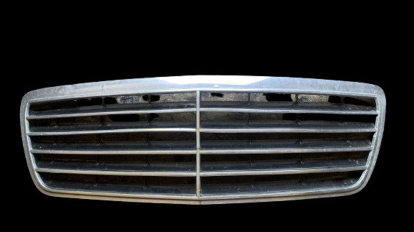 Grila radiator Mercedes-Benz E-Class W210/S210 [facelift] [1999 - 2002] Sedan E 200 CDI AT (115hp) MERCEDES-BENZ E-CLASS (W210) 06.1995 - 08.2003 E 200 CDI