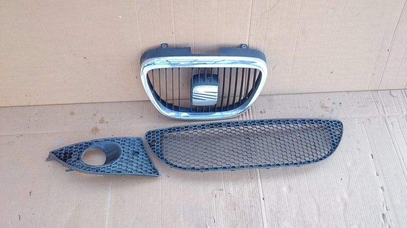 Grila radiator Seat Leon, Altea, Seat Toledo 3 (2004-2011) cod 5P0853654, 5P0853667A, 5P0853666C