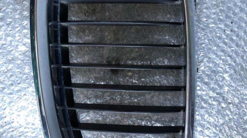 Grila radiator stanga bmw seria 5 e60 e61 51137065701