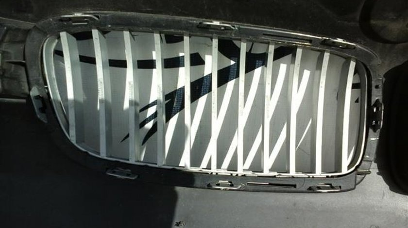 Grila stanga radiator BMW F30/F31 Seria 3 an 2014-2016