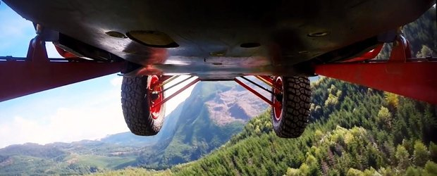 Gymkhana prin padure cu un ATV, cea mai nebuna cascadorie!