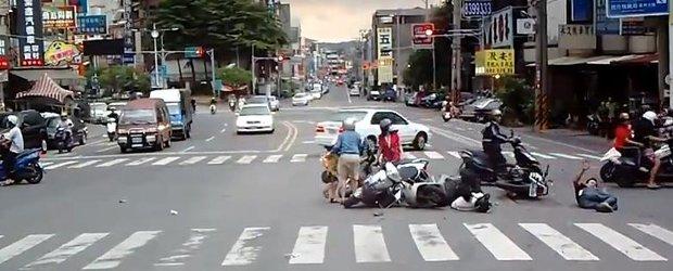 Hit and Run in Taiwan, dupa ce a lovit 4 scuteristi trecand pe rosu