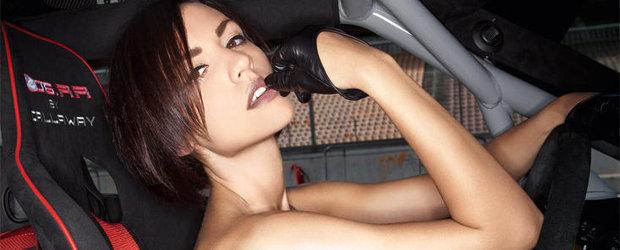 HOT: Fete frumoase si masini de curse in cel mai sexy calendar al anului 2012