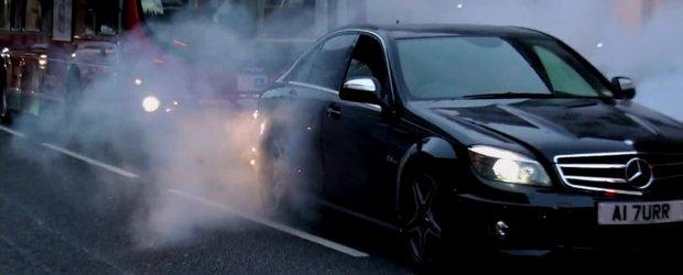 Hot Video: Burnout masiv cu Mercedes C63 AMG in centrul Londrei!