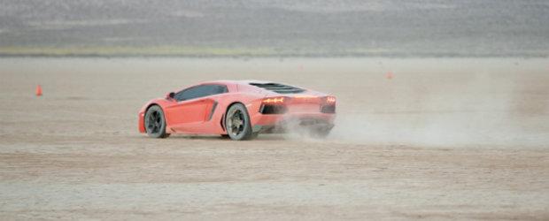 Hot Video: Lamborghini Aventador LP700-4 ia cu asalt desertul californian!