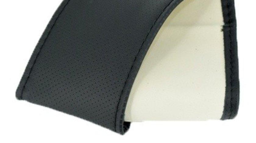 Husa volan imitatie piele K95LUX Lata 38cm/11.5cm marimea M cu ac si ata culoare negru TopCars