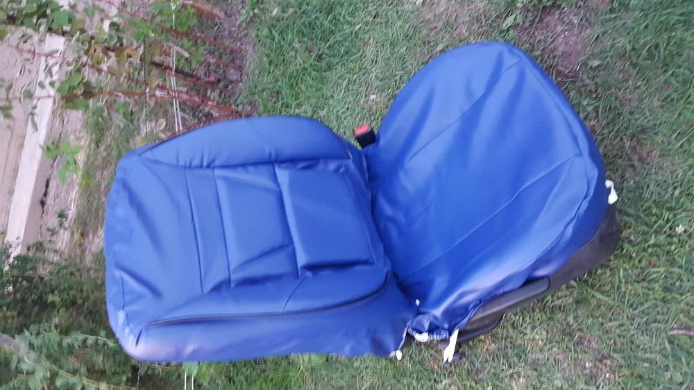 Huse de imitatie piele de culoare albastra cu masaj la spate