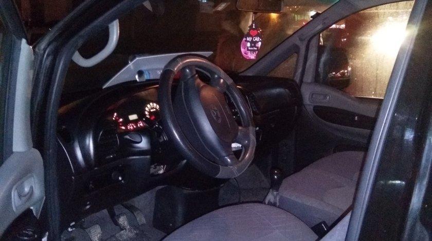 Hyundai H200 2.5 CRDi 2004