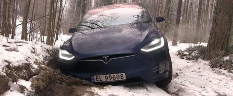 I-a cam dat cu virgula. Tesla Model X esueaza lamentabil intr-un test pe teren accidentat