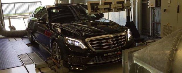 Ia o scurta pauza si aseaza-te bine pe scaun. Brabus te invita la o sesiune dyno cu un Mercedes S-Class de 900 CP.