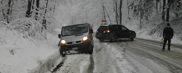 Iarna e aici! Ce categorii de produse TREBUIE sa avem in masina in caz de urgenta