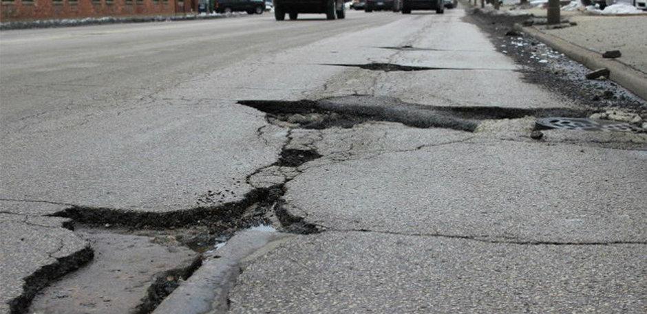 Iarna lui 2018: cea mai scurta iarna a distrus cele mai multe drumuri din Romania. De ce?