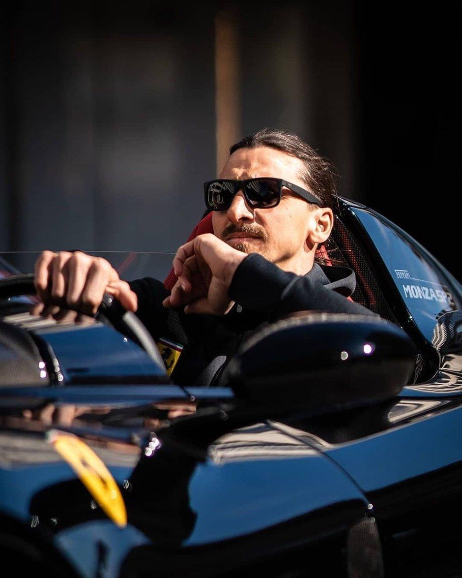 Ibrahimovic la volanul Ferrari-ului SP2