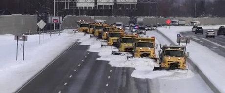 Idei pentru autoritatile din Romania: cum se deszapezeste o autostrada ca la carte