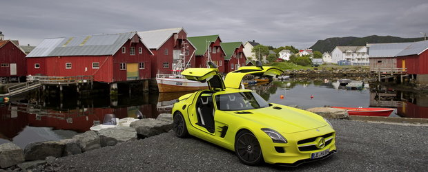 Imagini de vis: Mercedes SLS AMG  E-Cell pozeaza in Norvegia