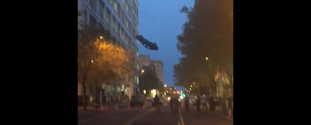 Imagini incredibile surprinse la filmarile FAST 8: O masina plonjeaza de la etajul 6 al unei cladiri