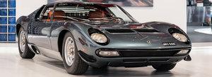 In '72 a fost comandat special de familia regala din Arabia Saudita. Acest superb Lamborghini Miura costa acum o avere