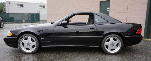 In loc sa o puna intr-un muzeu, Mercedes o scoate la vanzare. Decapotabila cu motor V12 nu a fost niciodata inmatriculata