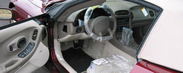 Inca are folia de protectie pe volan si scaune. Pentru cat se vinde acest Corvette nou din 2003