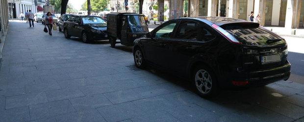 Inca o lege noua vizeaza soferii. Masinile pot fi parcate pe trotuar doar daca lasa 2 metri pentru pietoni