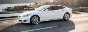 Inca o palma data... tuturor: Noua Tesla Model S parcurge aproape 600 de KM cu un singur 'plin'
