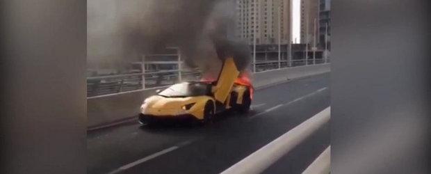 Inca un Lamborghini care se transforma in cenusa din cauza unui incendiu la motor