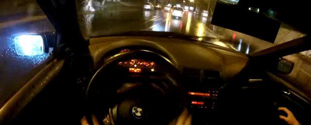 Inconstienta maxima. Drifturi ilegale pe ploaie cu un BMW E46