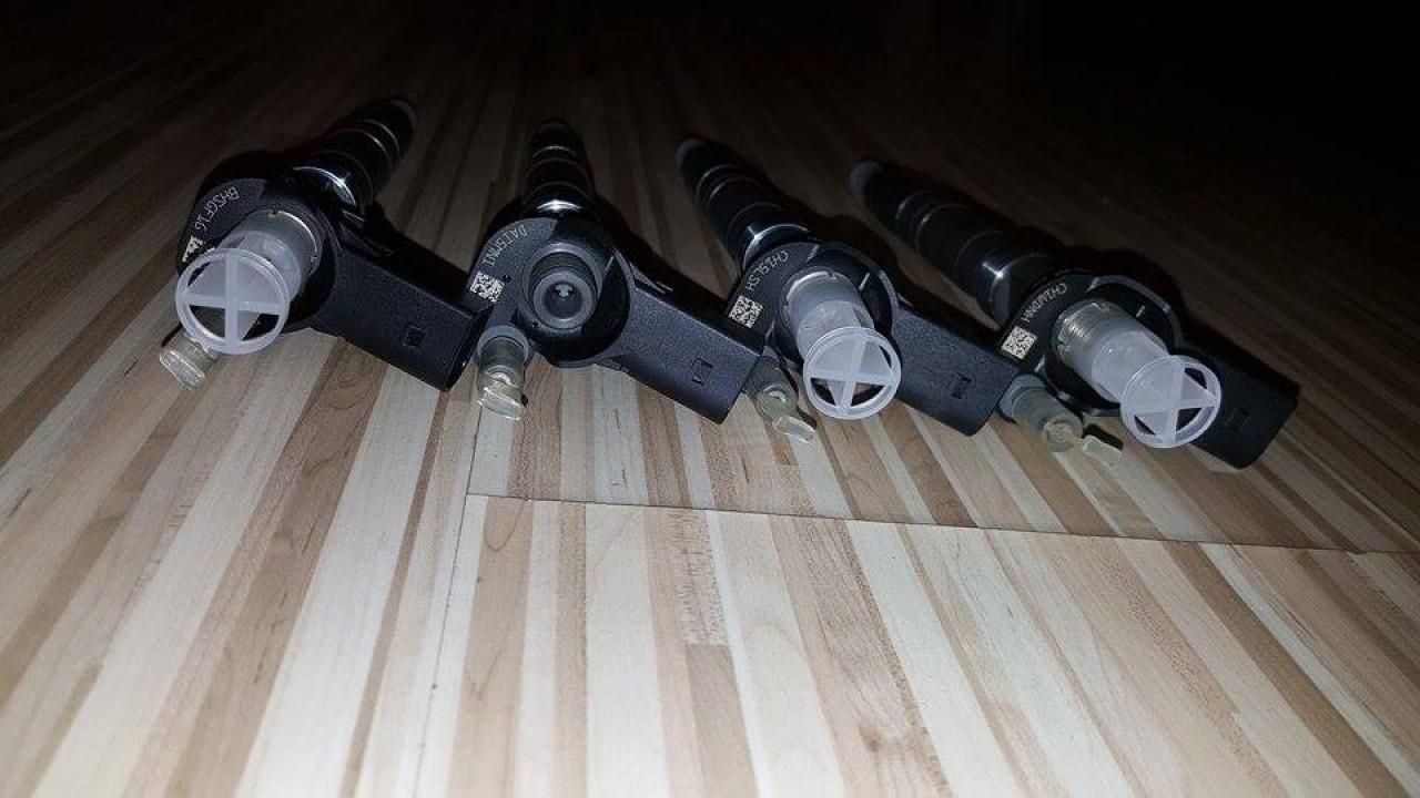 Injectoare noi 03l130277c 0445116034 vw amarok 2.0 tdi cdba 122 cai